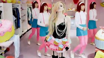 Avril Lavigne stiahla videoklip Hello Kitty. Bola to katastrofa!
