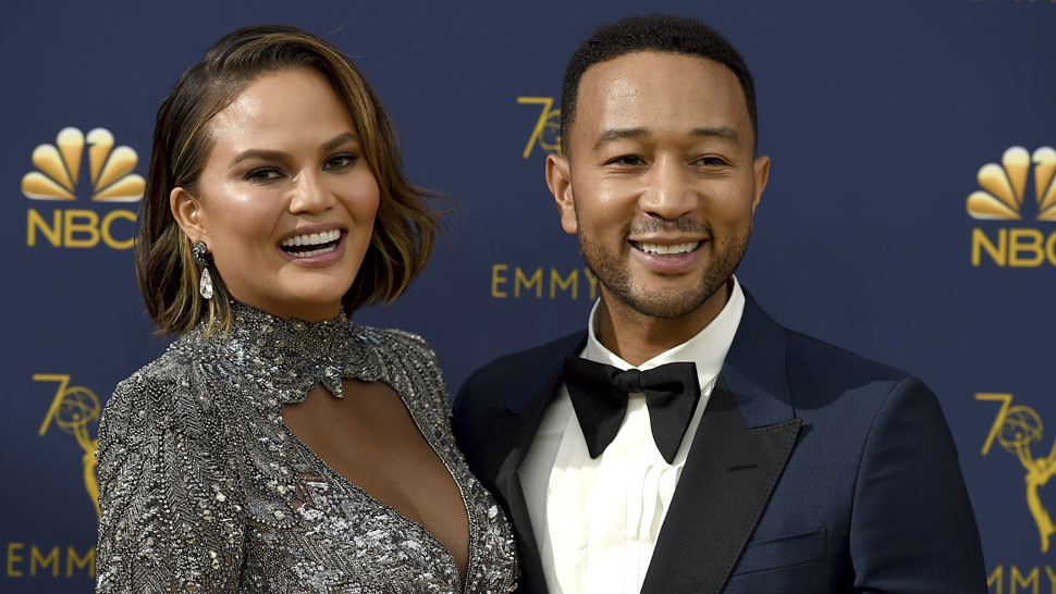 Chrissy Teigen a John Legend na Emmy Awards