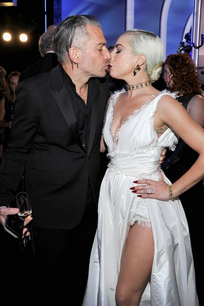 Christian Carino a Lady Gaga na SAG Awards