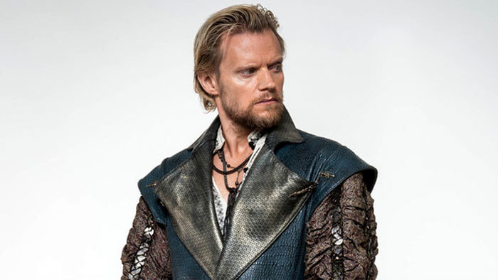 gróf Rochefort (Marc Warren)