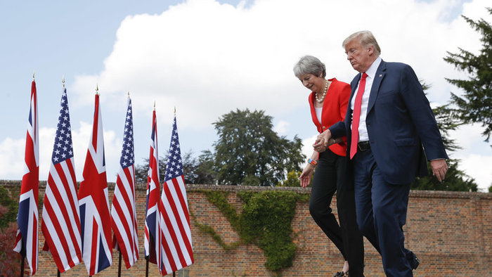 Donald Trump a Theresa Mayová.